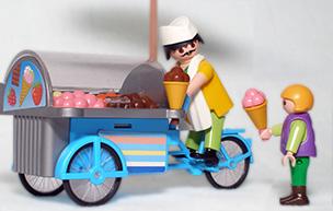 Un vendeur de crème glacée itinérant et sa jeune cliente.